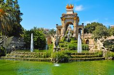 Relax amongst greenery at Parc de la Ciutadella - Being one of the most beautiful places in Barcelona, this park is a great spot for couples, families and anyone wanting to escape the loud and busy city atmosphere. Accommodation: http://www.roomyeti.com/rentals/spain/barcelona/barcelona/