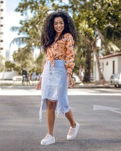 """Looks With Skirt Jeans """" 15 Ideas With Visuals! Dressy Casual Outfits, Look Casual, Modest Outfits, Stylish Outfits, Cute Outfits, Jean Skirt Outfits, Skirt And Sneakers, Jeans Rock, Church Outfits"""