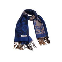 PASHIMINA FLORIDA AZUL ESCURO em tecido de lã com estampa de flores nas cores azul, bege e preto. #pashimina #modafeminina #fashion #scarf #scarfs