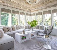 Cool Sunroom Design Ideas 45 - Home Decor Ideas 2020 Solarium Room, Rustic Sunroom, Sunroom Decorating, Sunroom Ideas, Porch Ideas, Decorating Ideas, Decor Ideas, Sunroom Windows, Sunroom Window Treatments