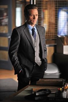 Seamus Dever as Detective Kevin Ryan in Castle - March 2013 Castle Tv Series, Castle Tv Shows, Castle 2009, Seamus Dever, Castle Season, Castle Beckett, Studio C, Nathan Fillion, Great Love Stories