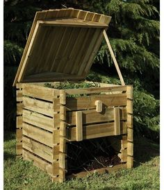 Compost bins are useful. There is always room for more. All of my compost bins double as worm farms. Wooden Compost Bin, Diy Compost Bin, Diy Jardin, Bois Diy, Yard Waste, Garden Compost, Worm Farm, Forest Garden, Diy On A Budget