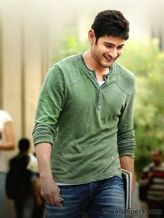 "Srimanthudu Deal Sealed At 17 Crores As expected, Telugu channel Zee TV has wrapped the deal of ""Srimanthudu"". Bollywood Actors, Bollywood News, Mahesh Babu Wallpapers, Telugu Hero, Allu Arjun Images, South Hero, Girl Attitude, Status Hindi, Cute Actors"