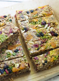 S-Kitchen: Orange Raw Energy Bars – My energy donors - Healthy Snacks Clean Eating Grocery List, Clean Eating Recipes For Dinner, Clean Eating Breakfast, Clean Eating Meal Plan, Clean Eating Snacks, Healthy Snacks, Breakfast Healthy, Eating Healthy, Dinner Healthy