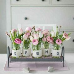 Spring is around the corner and it is a perfect time to decorate your home that is enjoyable and easy to make on your own. You can give the brilliant and colorful welcome to spring season by spruc… Spring Decoration, Decoration Table, Cute Dorm Rooms, Spring Sign, Diy Décoration, Farmhouse Kitchen Decor, Deco Table, Cheap Home Decor, Living Room Designs