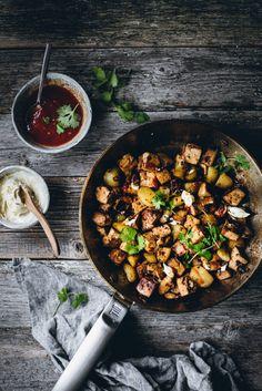 Tofu-pyttipannu (V, GF) – Viimeistä murua myöten Vegan Dinner Recipes, Vegan Dinners, Cooking Recipes, Dinner Bowls, Veggie Dinner, Vegan Comfort Food, Vegan Soups, Plant Based Recipes, I Love Food