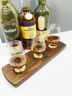 Whisky Whiskey Bourbon Scotch Tasting Flight - Solid Walnut - 3 Glencairn Glass Serving Tray Set - Whisky Lover Gift - Can Be Personalized! Bourbon Whiskey, Scotch Whisky, Whiskey Drinks, Irish Whiskey, Carbonate De Calcium, Color Streaks, Whisky Tasting, Gifts For Husband, Distillery