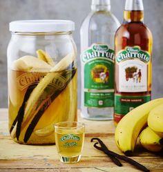 Rhum arrangé à la banane, la recette d'Ôdélices : retrouvez les ingrédients, la préparation, des recettes similaires et des photos qui donnent envie ! Cocktail Mix, Cocktail Drinks, Cocktail Recipes, Alcoholic Drinks, Winter Cocktails, Easy Cocktails, Rum, Homemade Liquor, Cuisine Diverse