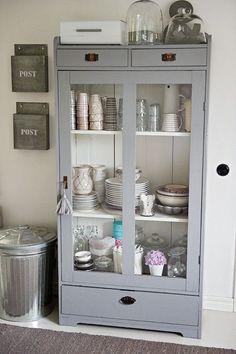 meuble cuisine re? Vaisseliers Vintage, Vintage Images, Ikea Hack, China Cabinet, Dining Cabinet, Furniture Makeover, Home And Living, Home Kitchens, Painted Furniture