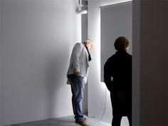 Dernier projet de Daniel Rybbaken, toujours articulé autour de le re-création des effets et bénéfices de la lumière naturelle, Screened Daylight prend la forme d'un simple store, éclairé de chaque côté comme par une lumière entrante débordante. Plus qu'un seule source de lumière, Screened Daylight joue également le rôle d'agrandisseur d'espace, en laissant croire qu'une fenêtre se cache derrière. Là aussi, design et architecture s'hybrident intimement.