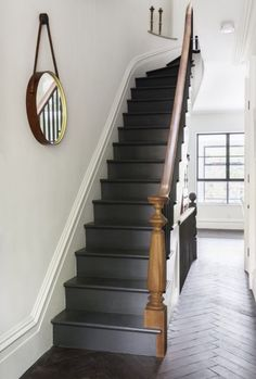 Railing entrance with 49 fashionable black stairs Deliver yourself a career so far that you can use your innovative strength to make your home and your business more beautiful or more comfortable. Welcome to the world of interior design! Black Stair Railing, Black Staircase, Staircase Design, Stair Risers, Basement Stairs, House Stairs, Paint Stairs, Entry Stairs, Painted Staircases