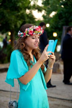 Corona de flores Querida Valentina Chic Wedding, Wedding Styles, How To Make Hair, How To Wear, Hair Accessories For Women, Embellished Dress, Headgear, Flower Crown, Hair Band