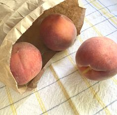 You Can Easily Ripen Hard Peaches With This Everyday Item Dish How To Ripen Peaches, Fresh Peach Recipes, Peach Chutney, Recipes Using Fruit, Baked Peach, Ripe Peach, Food Hacks, Food Tips, Cream Pie