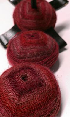 "SE ""Mars"" on dark merino with a turkish spindle (by AngelaPRPi, via Flickr)"