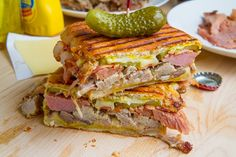 Whether it's lunch time or we're about to sit down for dinner, there's just something about a good sandwich that satisfies us to no end. Sandwiches make Kubanisches Sandwich, Sandwich Cubano, Soup And Sandwich, Sandwich Recipes, Sandwich Ideas, Hamburger, Comida Latina, Tasty, Yummy Food