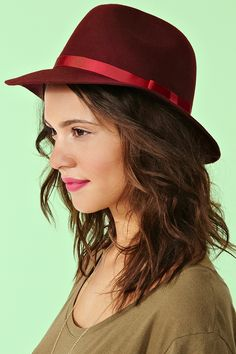 Incognito Wool Hat in Wine