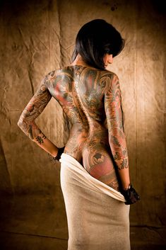 i love this tattoo, the traditional Japanese style and the fact that it is on a girl.