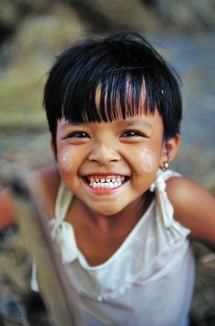 Happiness is seeing a child smile! Happy Smile, Smile Face, Make You Smile, I'm Happy, Kids Around The World, People Of The World, Precious Children, Beautiful Children, Beautiful Smile