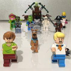Scooby Doo ruuuuun!!! #lego #legotrain #legophoto #brickcollectionist #brick #toycollector #legos #legoart #legofan #legocity #legoland #legostagram #legomania #legophotography #legogram #legography #legostore #scoobydoo #shaggy #shaggydog #shaggyhair #fred #scooby #monster #monsters by brickcollectionist Fred Scooby Doo, Scooby Doo Toys, Lego Store, Lego Trains, All Lego, Lego Photography, Thundercats, Toy Collector, Thomas And Friends