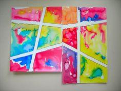 Lijnen maken met schilderstape. Dan elk vak apart beschilderen met waterverf. Eventueel zout over (een van) de vakken strooien. Na een weekje schilderstape eraf halen en het resultaat bekijken.