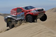 Toyota driver Giniel De Villiers of South Africa drives during the sixth stage of the Dakar Rally 2015, from Antofagasta to Iquique, January 9, 2015. (Photo by Jean-Paul Pelissier/Reuters)