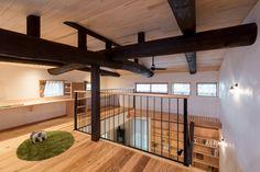 大きな吹抜けで梁が見えるリノベ Japanese Modern, Japanese House, Modern Small House Design, Home Interior Design, House Plans, New Homes, Loft, Architecture, Furniture