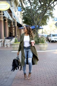 I love great transitional pieces to get me from one season to the next! Check out this fabulous olive trench coat by Pink Blush Maternity! Olive Green Outfit, Olive Green Dresses, Olive Jacket Outfit, Green Trench Coat, Trench Coat Outfit, Cute Fashion, Fashion Outfits, Womens Fashion, Fashion Trends