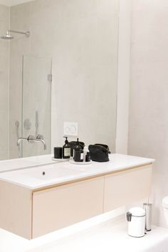 Bathroom Inspo, Modern Bathroom, Small Bathroom, Contemporary Baths, Minimal Decor, Double Vanity, Living Spaces, Sweet Home, Interior Design
