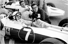 John Surtees, Mauro Forghieri & Giulio Borsari (Ferrari 158 aux couleurs du NART) Grand Prix des USA - Watkins Glen 1964 - Carros e Pilotos.
