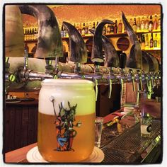 Terças e quartas das 17:00 à 00:00 e quintas e sextas das 17:00 às 20:00 o Aé Sagarana tem sempre 5 opções de chopes em dobro. Este é o Três Lobos Exterminador da Backer, uma american witbier fresquíssima com capim limão e açúcar mascavo. #AéSagarana #cerveja #beer #bier #birra #emporiosagarana #emporiosagaranavila
