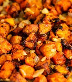 The Best Sweet Potato Hash Recipe - Build Your Bite Sweet Potato Breakfast Hash, Paleo Sweet Potato, Breakfast Potatoes, Potato Hash Recipe, Scrambled Tofu Recipe, Veggie Recipes, Seafood Recipes, Vegetarian Recipes, Healthy Chocolate Milkshake