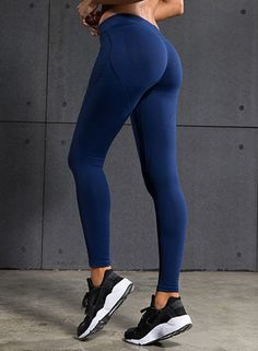 Technical, sweat-wicking training gear. This leggings are made from breathable fabric to keep you cool, dry and self-confident during your work-out.