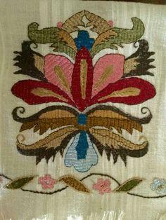 Neşe'nin gözdeleri Tambour Embroidery, White Embroidery, Hand Embroidery, Handicraft, Needlework, Elsa, Projects To Try, Cross Stitch, Textiles