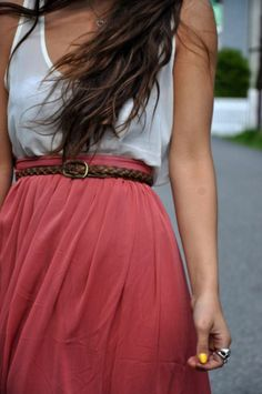 Street style | Loose white tank top with tiny brown belt and high waist raspberry maxi skirt