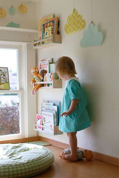 handig voor het opbergen van kinderboeken. Ikea.