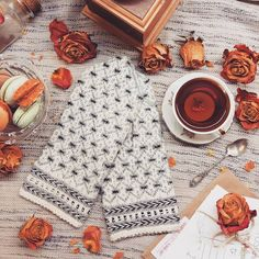 Spread love with good thoughts, kind words and warm gifts ❤🎁 Shop Latvian mittens for your beloved ones and enjoy winter together ☄ WWW. Wool Gloves, Crochet Gloves, Mitten Gloves, Fingerless Gloves, Mittens Pattern, Knit Mittens, Fair Isle Knitting, Hand Knitting, Photography Gloves