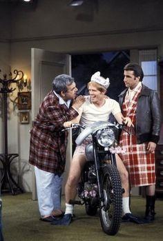 """""""Happy Days"""" Tom Bosley, Ron Howard, Henry Winkler circa 1976 © 1978 Gene Trindl"""