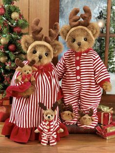 Pircilla and Prancer were introduced in Fall of 2010 and retired in 2011 Pircilla is the bear holding prancer the reindeer Teddy Bear Hug, Cute Teddy Bears, Bear Toy, Bear Hugs, Teddy Bear Pictures, Bear Photos, Teddy Bear Clothes, Christmas Teddy Bear, Vintage Teddy Bears