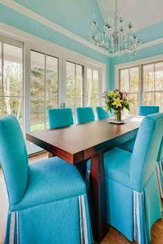 You think someone here loves turquoise? I'm loving the bold approach to this Camden, Maine home by Phi Home Designs! The trail of turquoise woven through the home, starting with the glimpse …
