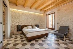 Un caseggiato rurale della fine dell'800 nella campagna siciliana.