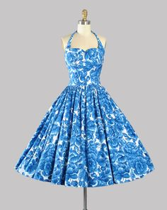 ♦ Vintage 1950s Sundress. ♦ Constructed in a White Soft Cotton Fabric with Amazing Oversize, Full Bloom Roses in a Beautiful Cobalt Navy Blue