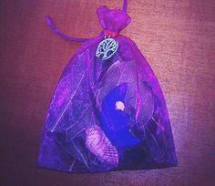 Wizard Lucky Shop: Saquito ritualizado con luna Tarot, Computer Mouse, Charms, Pc Mouse, Mice, Tarot Decks, Tarot Cards