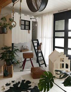 Que charme de casinha hein? Small Lounge Rooms, Mid-century Modern, Kids Room Design, Home Living Room, Girl Room, Kids Bedroom, Family Room, Interior Design, Instagram