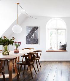 Pernille Schøller Larsen har boet både i Italien og New York, og det er tydeligt i indretningen. Få en rundtur i det toetagers familiehjem på Frederiksberg, som oser af elegance.