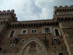 Castello piccolomini di celano Barcelona Cathedral, Palace, Louvre, Villa, Building, Travel, Italia, Castles, Buildings