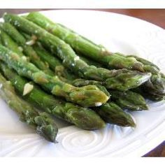 Foto da receita: Aspargos na manteiga com alho