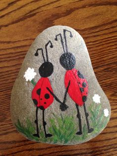 Best Easy Painted Rocks Ideas For Beginners (Rock Painting Inspirational & Stone Art) Rock Painting Patterns, Rock Painting Ideas Easy, Rock Painting Designs, Paint Designs, Pebble Painting, Pebble Art, Stone Painting, Diy Painting, Painting Stencils
