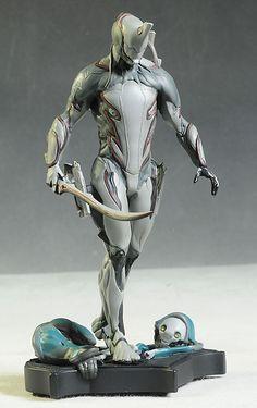 Warframe Excalibur statue