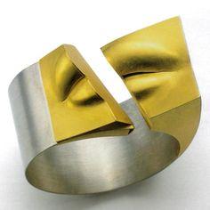 Read this background article on the use of the human body in the jewelry by Gijs Bakker, Friedrich Becker, Gerd Rothmann, Bruno Martinazzi Copper Bracelet, Gemstone Bracelets, Silver Bracelets, Cuff Bracelets, Jewelry Art, Jewelry Rings, Jewelery, Jewelry Design, Jewelry Ideas