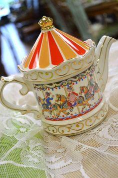 Sadler Edwardian Collection Carousel Teapot - Staffordshire, England - 4399T